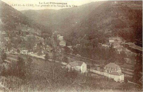 Ancienne carte postale - Vue générale de Laval de Cère